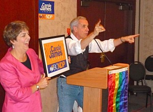 Carole James helps Gary Paterson fire up auction action.